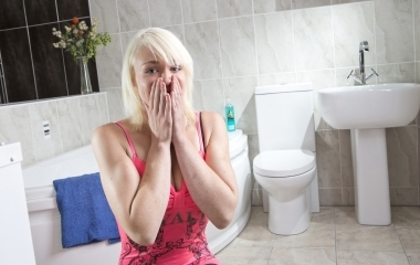 Hotspot media pee trified woman has irrational fear of for Phobia of going to the bathroom